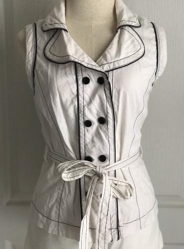 เสื้อทรงสูทแขนกุดสีขาว